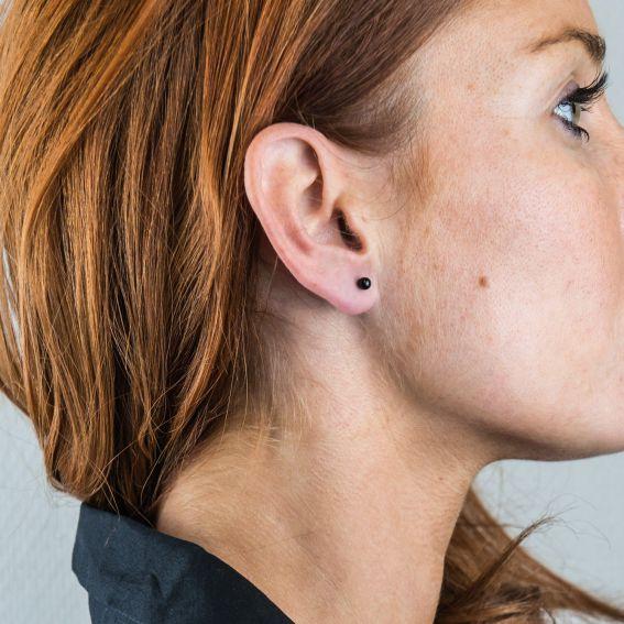 Boucles d'oreilles perceuses boule noire de 8mm de diamètre