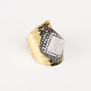 Bypa - white stone ring